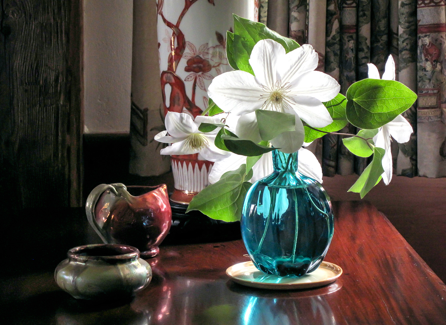 Lighted Vase with Flowers